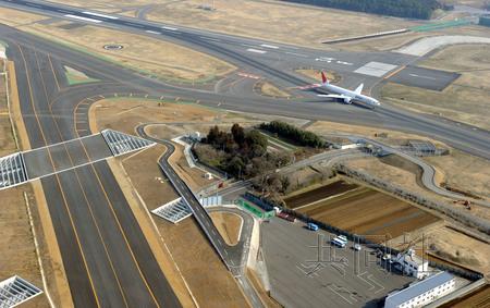 短距离滑行即可起飞的小型飞机可以顺利起飞
